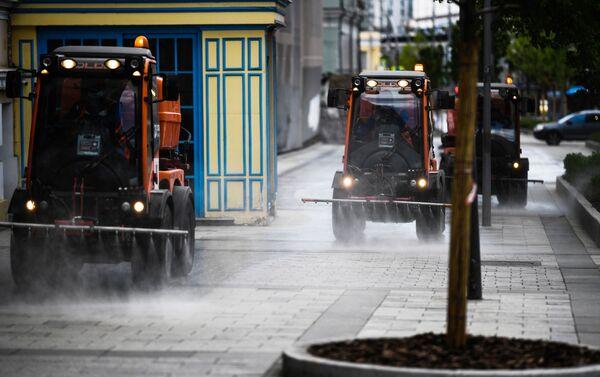 Mosca, mezzi di disinfezione nelle strade - Sputnik Italia