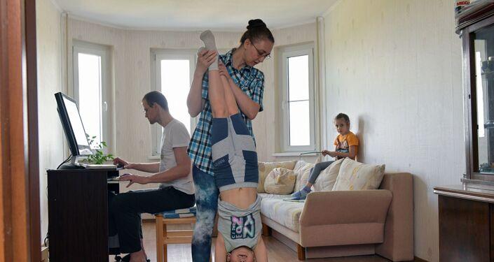 Una famiglia durante l'autoisolamento a Mosca