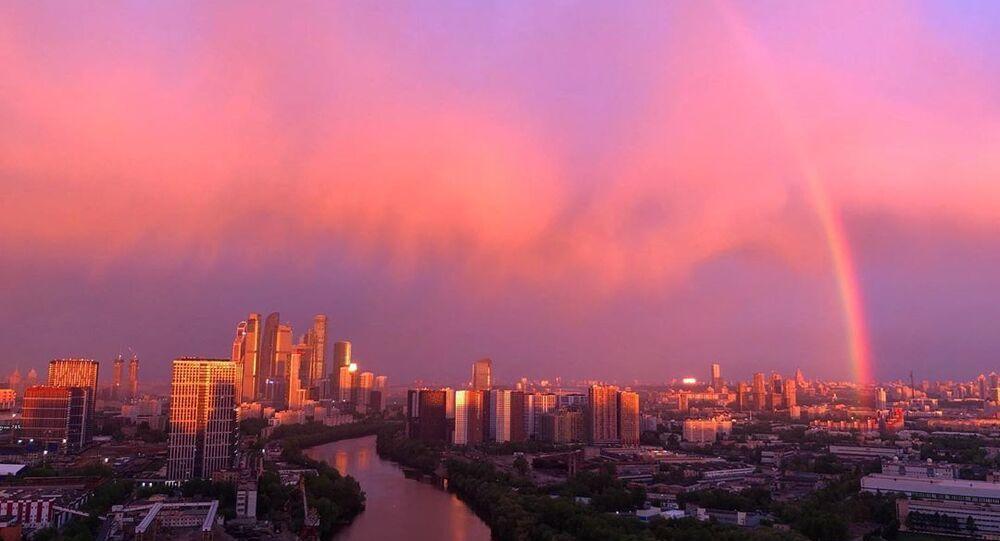 Mosca, tramonto e arcobaleno
