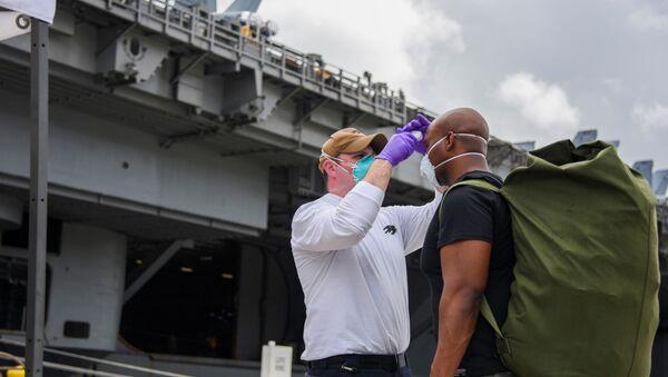 Marinai della portaerei della USS Theodore Roosevelt,  Maggio 2020 - Sputnik Italia