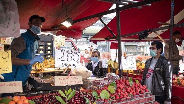 Banchi al mercato di Porta Palazzo, Torino - Sputnik Italia