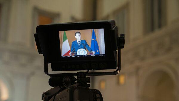 Il Presidente del Consiglio, Giuseppe Conte, illustra in conferenza stampa le misure per il contenimento dell'emergenza epidemiologica da Covid-19 a partire dal 18 maggio. - Sputnik Italia