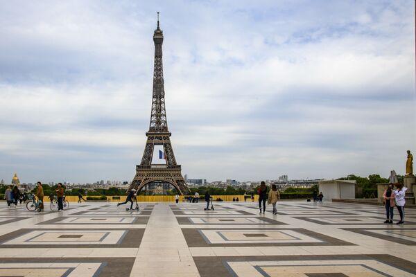 La Torre Eiffel, monumento più famoso di Parigi - Sputnik Italia