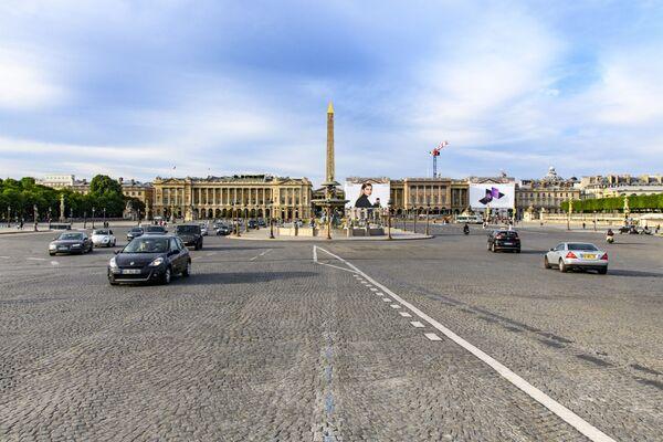 Le auto in Place de la Concorde a Parigi - Sputnik Italia