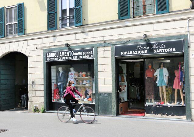 Fase 2, un negozio d'abbigliamento a Milano