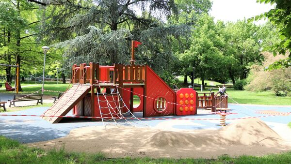 Fase 2, un parco giochi a Milano - Sputnik Italia