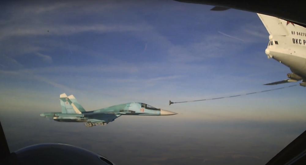 Caccia Su-34, rifornimento di carburante in volo