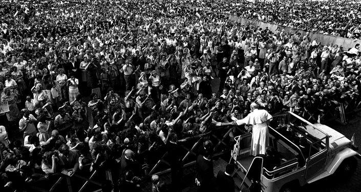 Papa Giovanni Paolo II con i fedeli, Vaticano, 2005