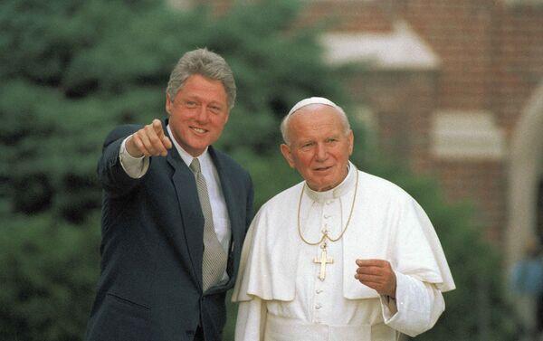 Papa Giovanni Paolo II e il presidente statunitense Bill Clinton, USA, 1993 - Sputnik Italia