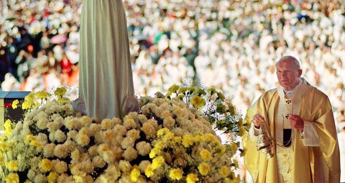 Papa Giovanni Paolo II durante la messa in Portogallo, il 12 maggio 1991
