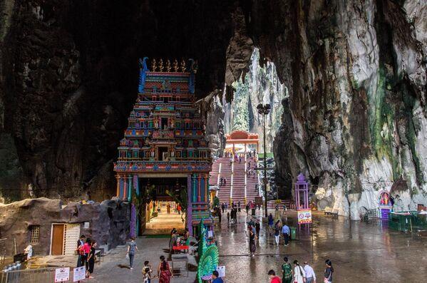 Le Grotte di Batu nei dintorni di Kuala Lumpur, capitale della Malaysia - Sputnik Italia
