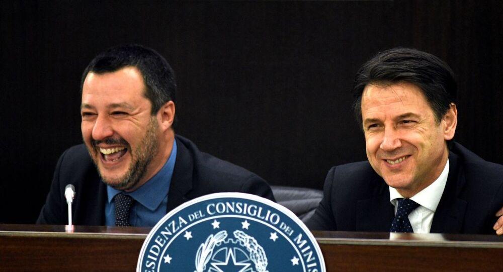 Matteo Salvini e Giuseppe Conte (foto d'archivio)
