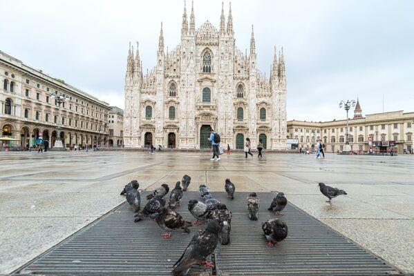 La piazza del Duomo di Milano vuota durante il lockdown - Sputnik Italia