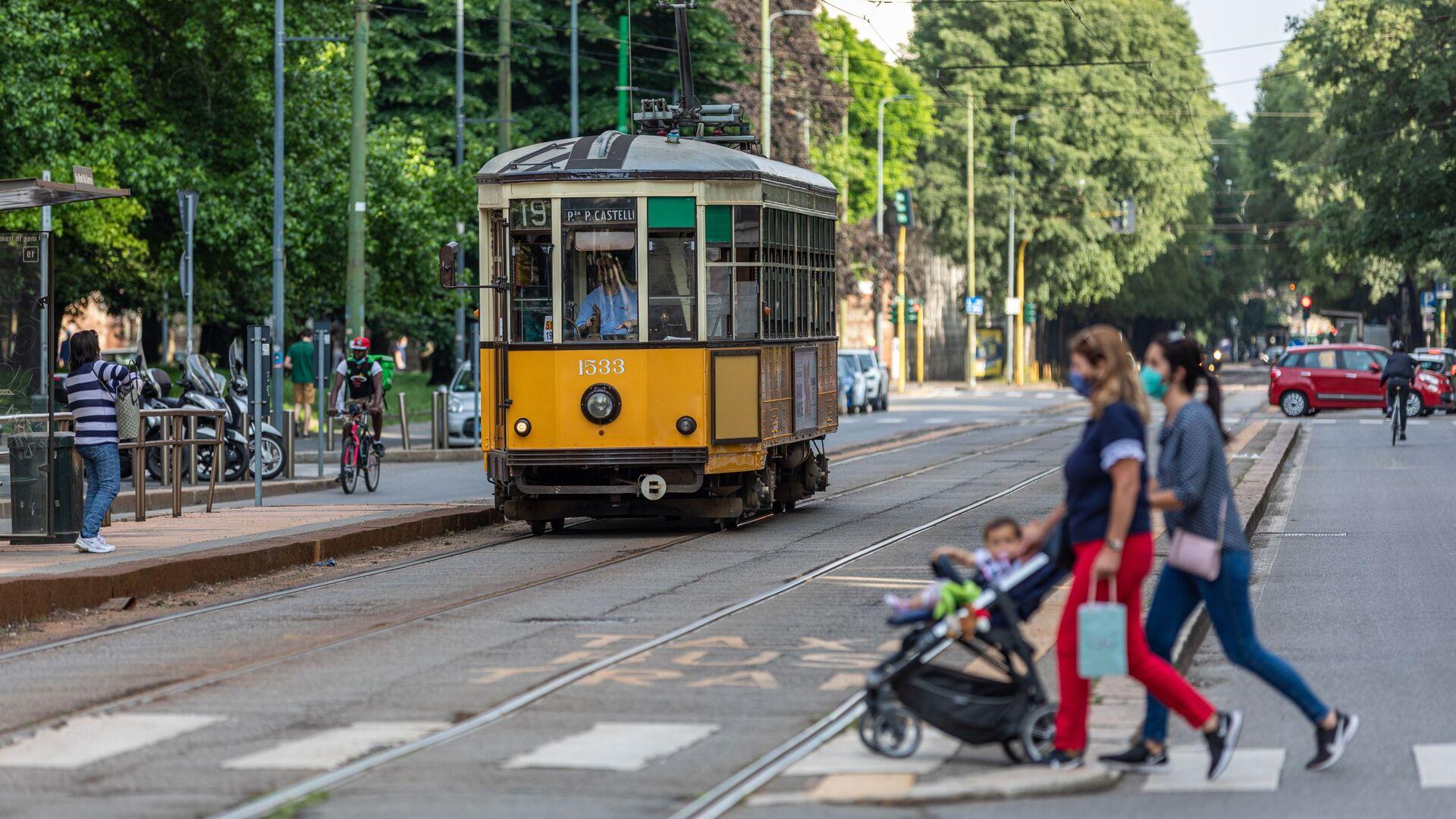 Un tram a Milano - Sputnik Italia, 1920, 18.06.2021
