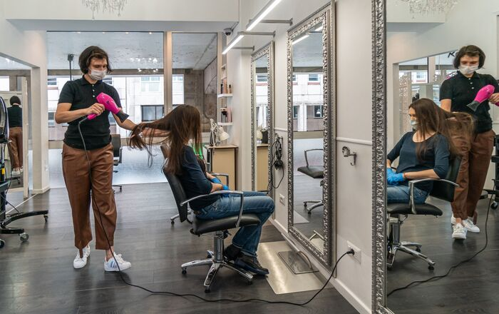 Da un parrucchiere a Milano
