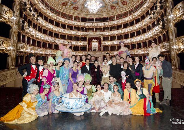 Gruppo con Anbeta e Macario al Teatro Valli Reggio Emilia