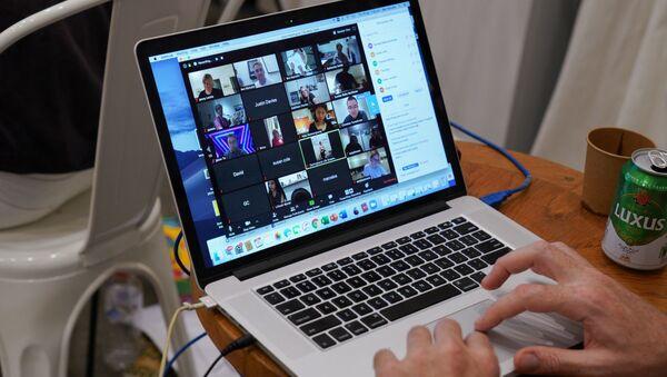 Видеоконференция с помощью сервиса Zoom - Sputnik Italia