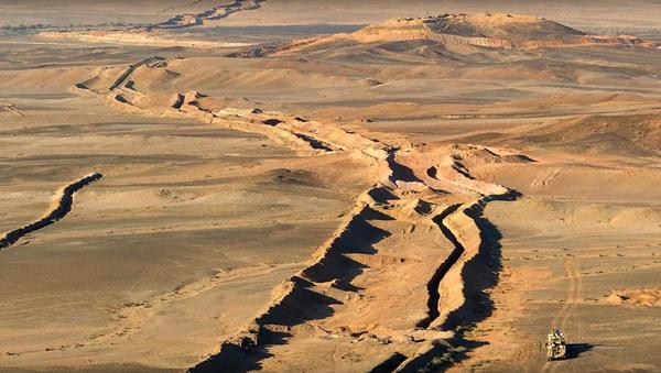 The 1,700-mile long Sand Wall built by Morocco, dividing Western Sahara - Sputnik Italia