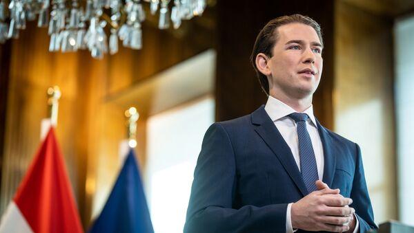 Austrian Chancellor Sebastian Kurz delivers a speech in the Chancellory as the spread of the coronavirus disease (COVID-19) continues in Vienna, Austria April 27, 2020 - Sputnik Italia
