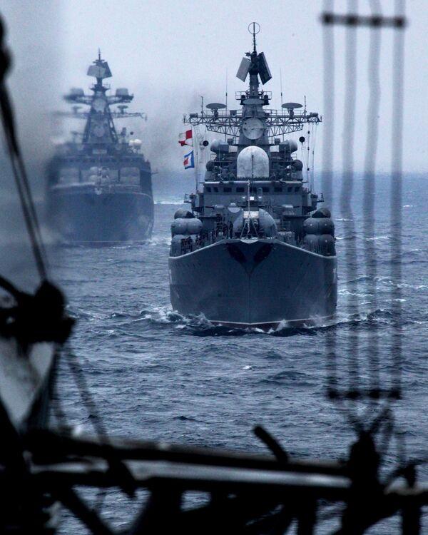 Navi della flotta del Pacifico della Federazione Russa durante la parata navale nel golfo di Pietro il Grande come parte degli esercizi navali russo-cinesi nel territorio di Primorye - Sputnik Italia
