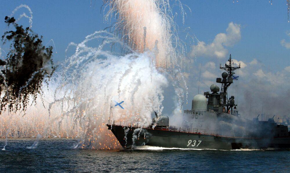 Una prova della parata navale a Vladivostok, alla base principale della flotta del Pacifico