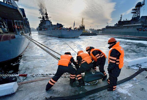 Navi della flotta del Pacifico russa sono arrivate a Vladivostok dopo aver completato le attività nel Pacifico e nell'Oceano Indiano - Sputnik Italia