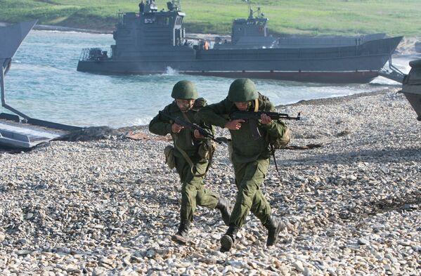 Lo sbarco della Flotta del Pacifico come parte degli esercizi operativi-strategici Est-2010 - Sputnik Italia