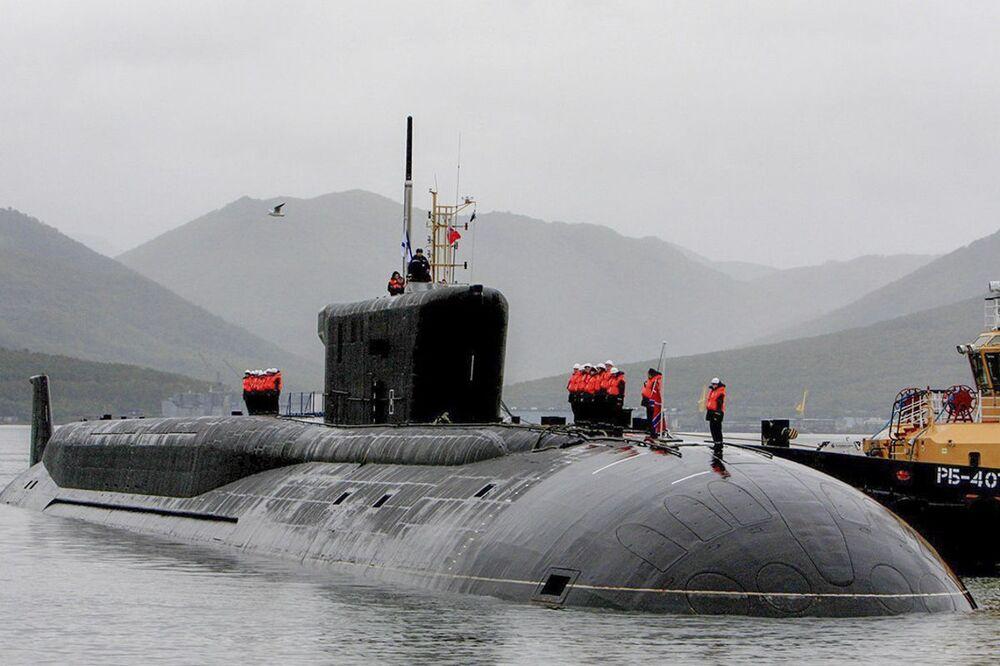 La cerimonia dell'incontro dell'incrociatore sottomarino nucleare Alexander Nevsky presso la base permanente di Vilyuchinsk