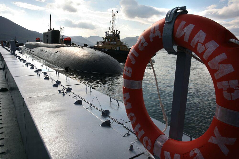 Il sottomarino nucleare russo del progetto 955 Vladimir Monomakh è arrivato alla base permanente Vilyuchinsk nel territorio della Kamchatka