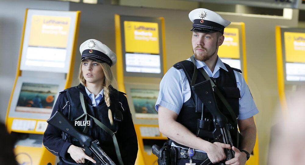 Polizia all'aeroporto di Francoforte (foto d'archivio)