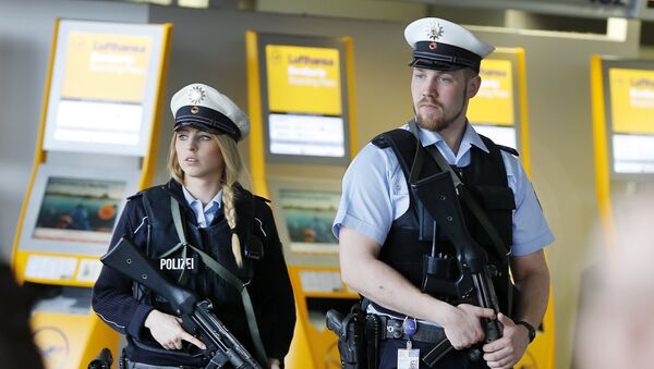 Polizia all'aeroporto di Francoforte (foto d'archivio) - Sputnik Italia