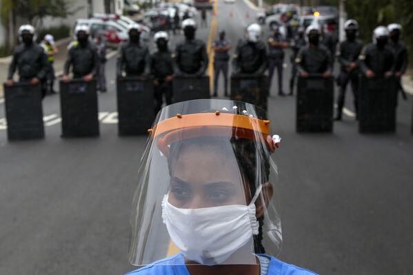 Una protesta per chiedere aiuti aggiuntivo per combattere il coronavirus, San Paolo, Brasile. - Sputnik Italia