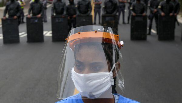 Manifestazione di protesta che richiede ulteriore assistenza nella lotta contro il coronavirus, San Paolo, Brasile - Sputnik Italia