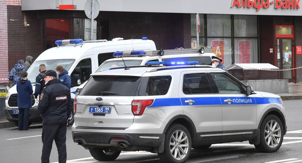 Polizia ad Alfa Bank al centro di Mosca