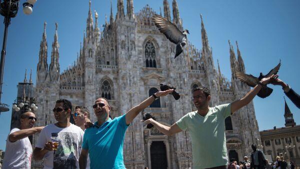 Milano, turisti in piazza Duomo (foto di repertorio) - Sputnik Italia