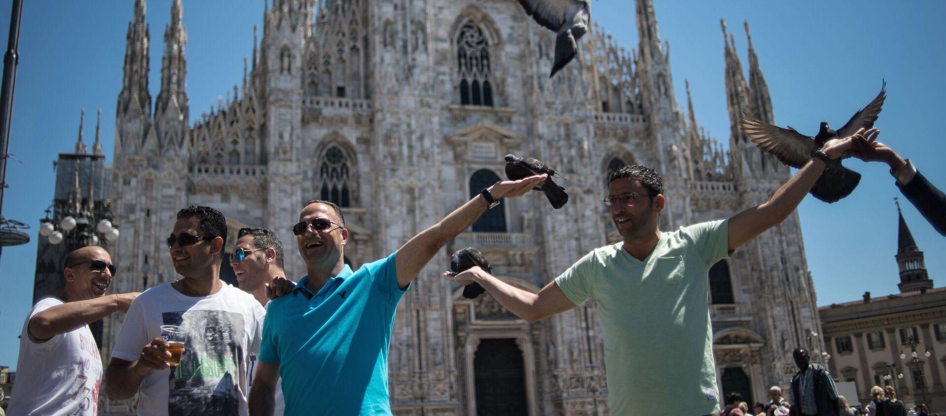 Milano, turisti in piazza Duomo (foto di repertorio) - Sputnik Italia, 1920, 01.07.2020