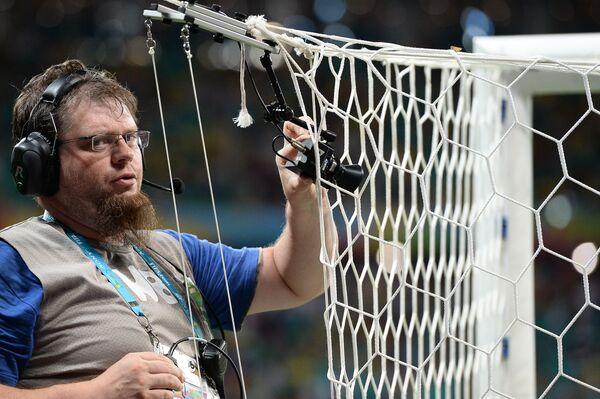 Un operatore tv in uno stadio - Sputnik Italia