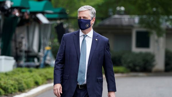 National Security Advisor Robert O'Brien walks after being interviewed at the White House in Washington, U.S., May 24, 2020 - Sputnik Italia