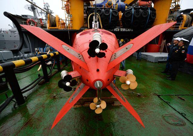 L'apparecchio subacqueo inabitabile autonomo Vityaz-D durante il ricevimento solenne dell'equipaggio del rimorchiatore di salvataggio Foty Krylov a Vladivostok, Russia.