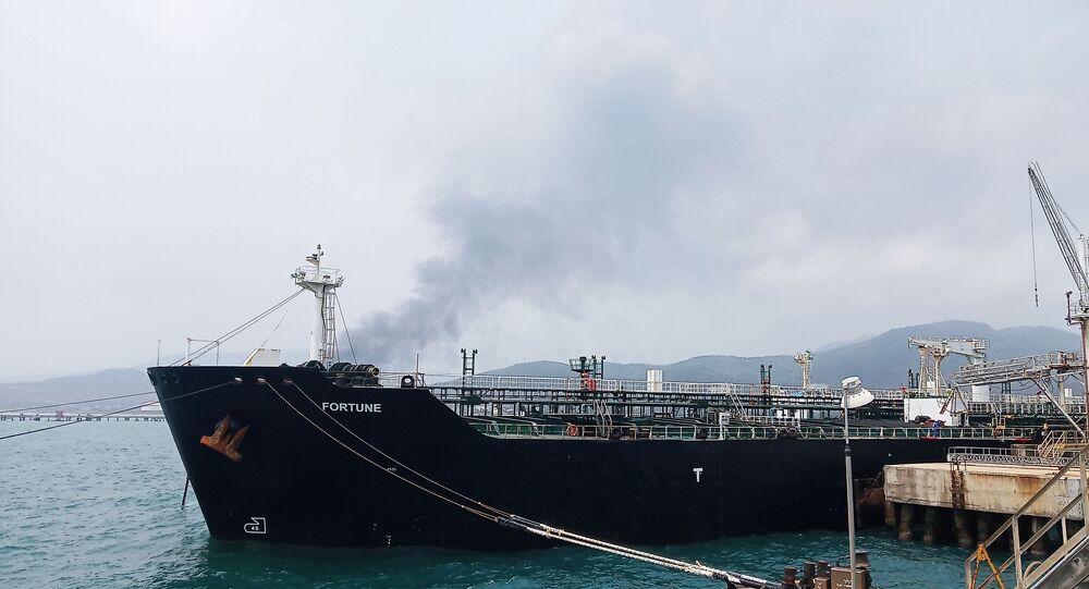 La petroliera iraniana Fortune alla raffineria El Palito, in Venezuela