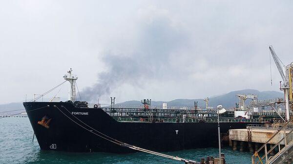 La petroliera iraniana Fortune alla raffineria El Palito, in Venezuela - Sputnik Italia