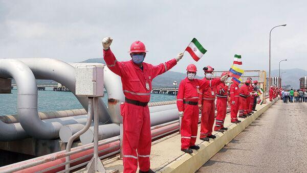 Il benvenuto alla petroliera iraniana Fortune alla raffineria El Palito, in Venezuela - Sputnik Italia