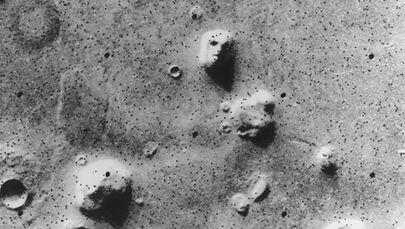 """""""La Faccia"""": fotografia scattata dalla sonda della Nasa Viking-1 nel 1976"""