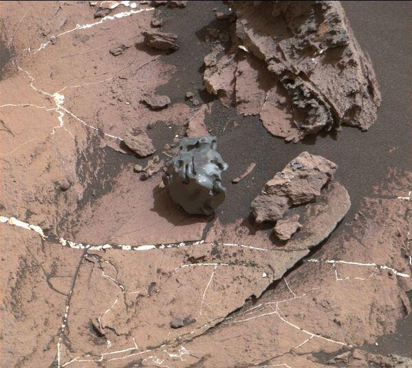 Vista di un meteorite sulla superficie di Marte - Sputnik Italia