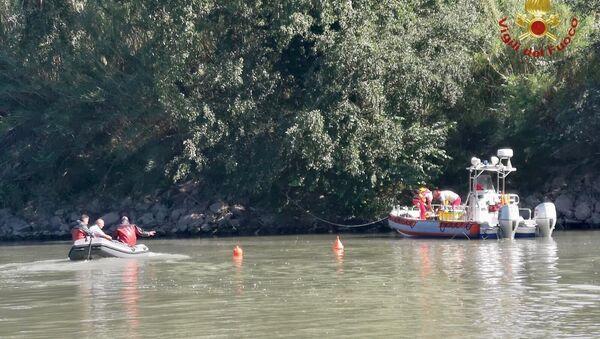 Individuato dai sommozzatori dei vigili del fuoco all'interno della carlinga il corpo del ragazzo disperso da ieri dopo l'incidente a Roma - Sputnik Italia