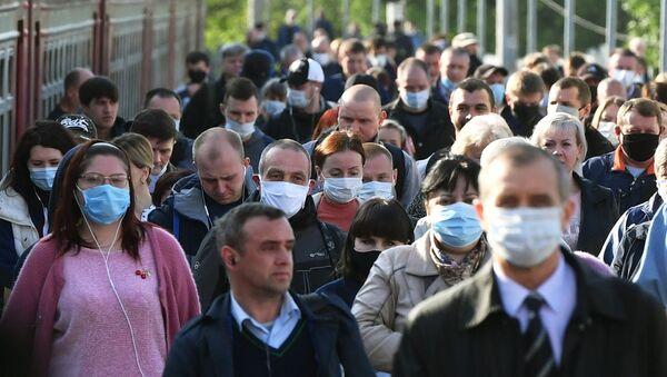 Coronavirus in Russia - Пассажиры на платформе Курского вокзала в Москве - Sputnik Italia