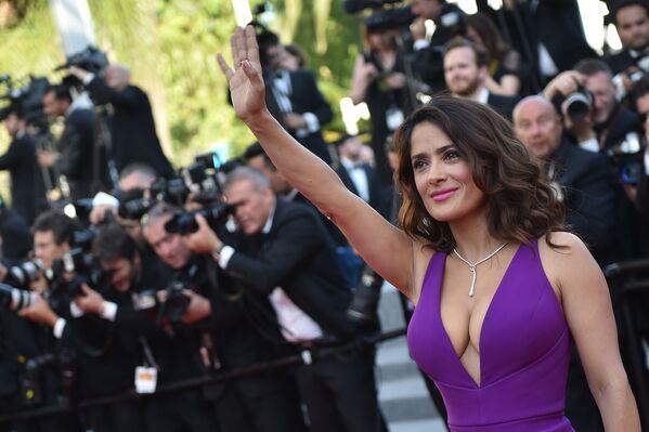 L'attrice Salma Hayek al festival cinematografico di Cannes in Francia - Sputnik Italia