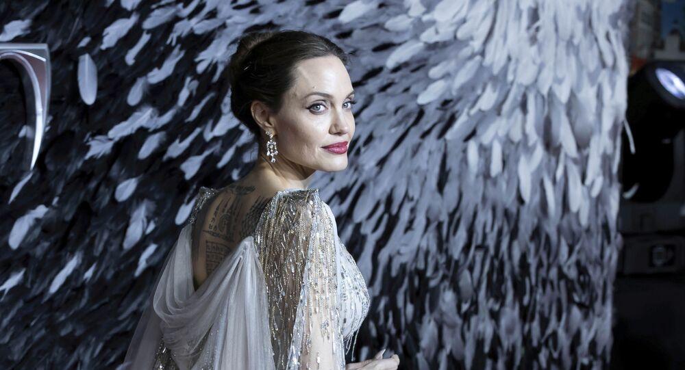 Angelina Jolie rivela la ragione del divorzio con Brad Pitt