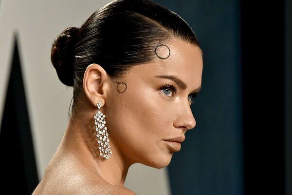 La supermodella Adriana Lima partecipa al 2020 Vanity Fair Oscar Party, il 9 febbraio 2020 a Beverly Hills, in California, USA - Sputnik Italia