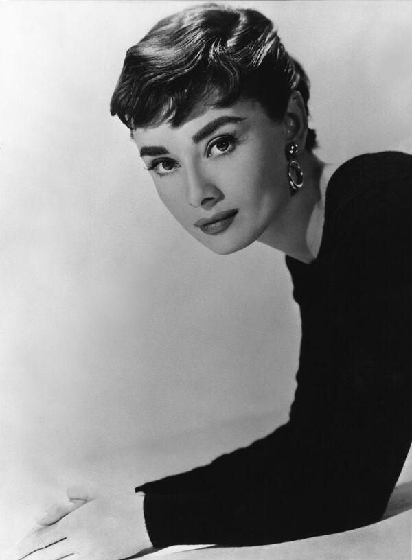 L'attrice Audrey Hepburn a Londra nel 1948 - Sputnik Italia